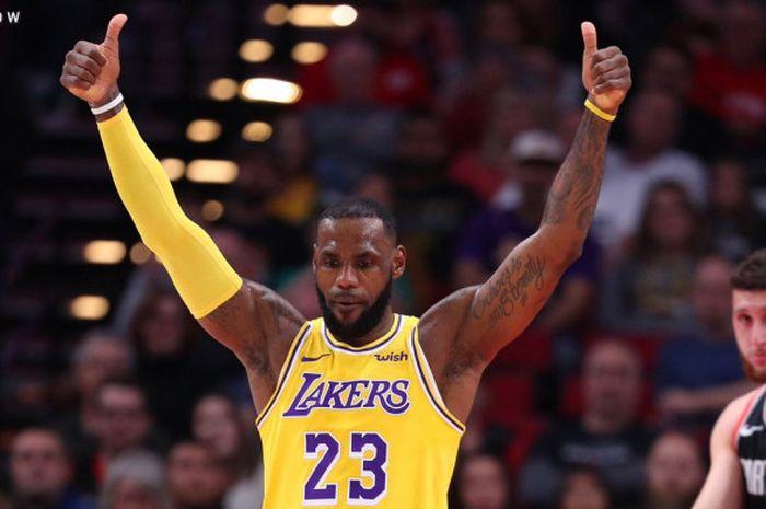 Ekspresi LeBron James saat memperkuat LA Lakers dalam laga lanjutan NBA 2018/19 kontra Portland Trail Blazers