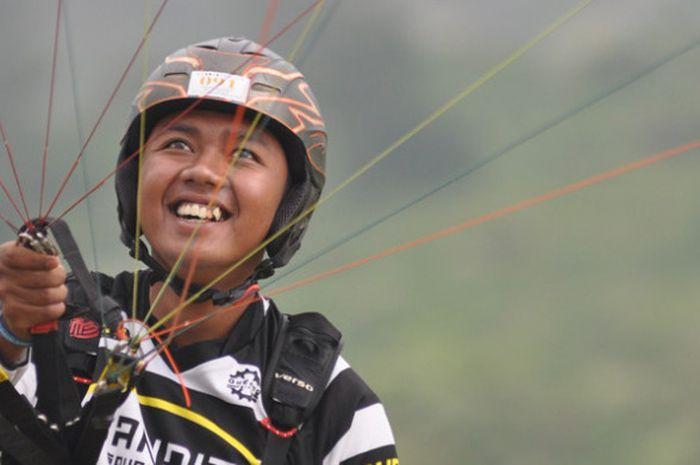 Pilot anggota Pelatnas Asian Games 2018, Jafro Megawanto, di ajang Kejuaraan Ketepatan Mendarat Paralayang TROI (Trip of Indonesia) IV 2017, di Desa Segoro Gunung, Solo, Jawa Tengah, 4-6 Agustus 2017.