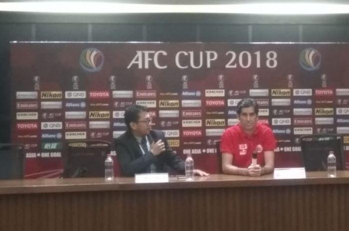 Pelatih Persija Jakarta, Stefano Cugurra dalam jumpa pers seusai kalah dari Home United di ruang pers SUGBK, Selasa (15/5/2018).
