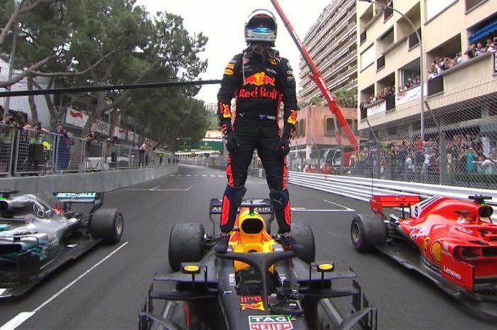 Pebalap Red Bull Racing, Daniel Ricciardo, menjadi pemenang balapan seri keenam F1 GP Monaco yang digelar di Circuit de Monaco, Monte Carlo, Monako, Minggu (27/5/2018).