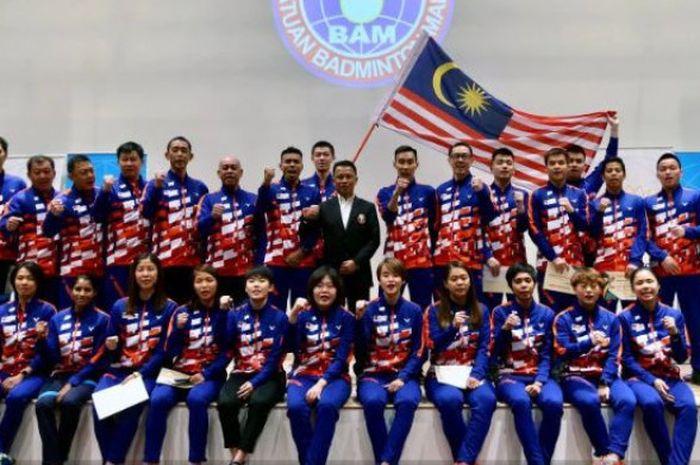Presiden Asosiasi Bulu Tangkis Malaysia (BAM), Datuk Seri Norza Zakaria, berfoto bersama denga