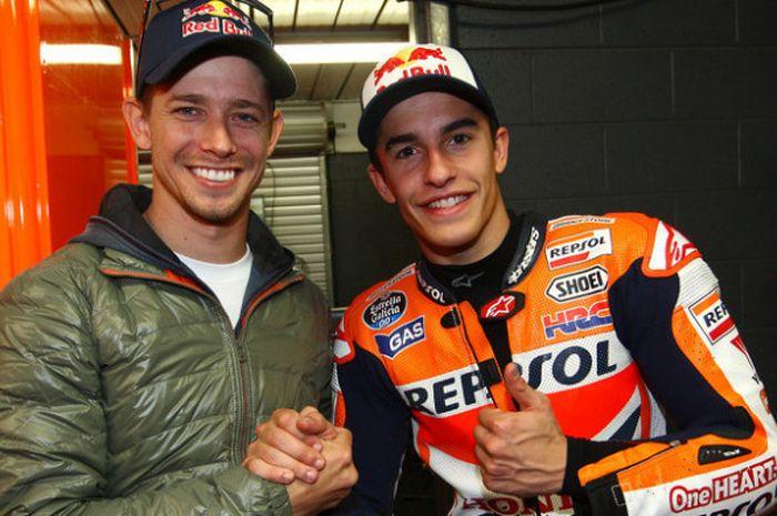Dua rider yang pernah mencatatkan diri sebagai pemilik pole position termuda, Casey Stoner dan Marc Marquez.