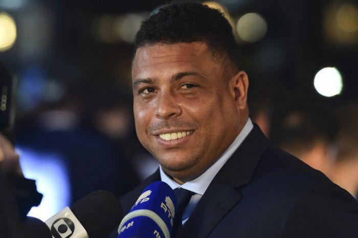 Mantan pesepak bola asal Brasil, Ronaldo Luis Nazario de Lima, saat melakukan wawancara jelang mengh