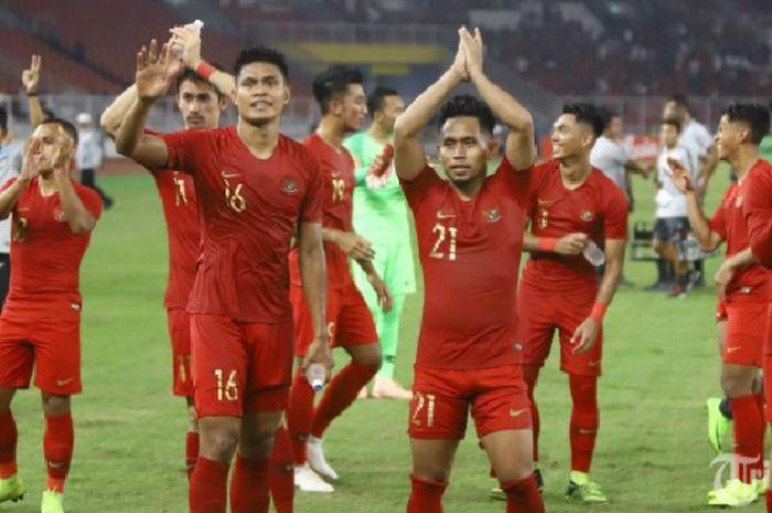 Para pemain timnas Indonesia merayakan kemenangan atas Timor Leste pada laga kedua Piala AFF 2018 yang berlangsung di Stadion Utama Gelora Bung Karno (SUGBK), Senayan, Jakarta Pusat, Selasa (13/11/2018).