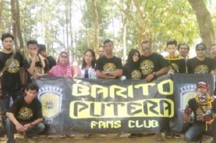 Suporter Naga Mekes yang tergabung dalam Barito Putera Fan Club (BPFC) menanggapi positif bus baru milik tim.