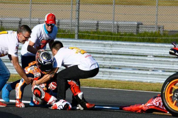 Marc Marquez mengalami cedera dislokasi bahu saat melakukan selebrasi gelar juara dunia ketujuh.