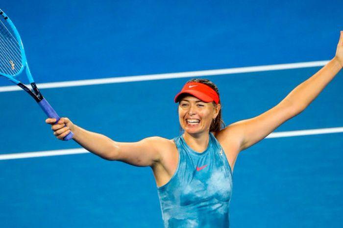 Ekspresi kegembiraan Maria Sharapova seusai dirinya berhasil meraih kemenangan atas Caroline Wozniacki