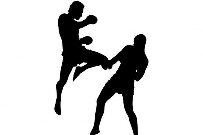 Otot lengan dan kaki menjadi lebih kuat kalau kita rutin latihan muay thai.