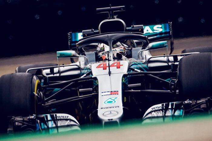 Aksi Lewis Hamilton (Mercedes) saat tampil di Autódromo José Carlos Pace dalam sesi balapan F1 GP Brasil 2018, Minggu (12/11/2018) waktu setempat.