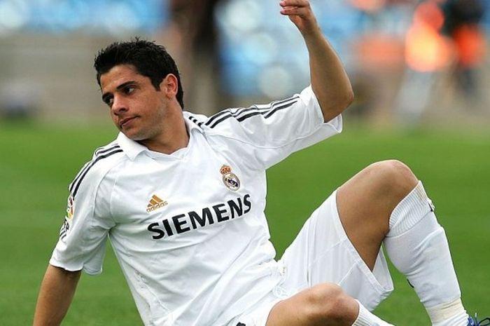 Bek asal Brasil, Cicinho, saat masih membela Real Madrid pada 2006