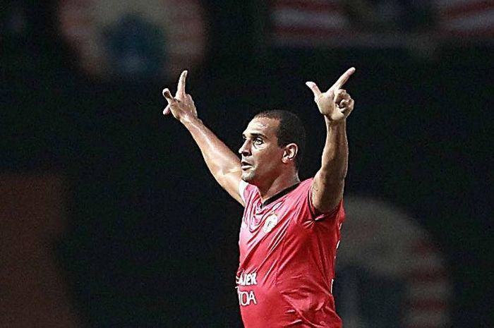Selebrasi penyerang Persija Jakarta, Bruno Lopes seusai mencetak gol bagi skuat Macan Kemayoran.