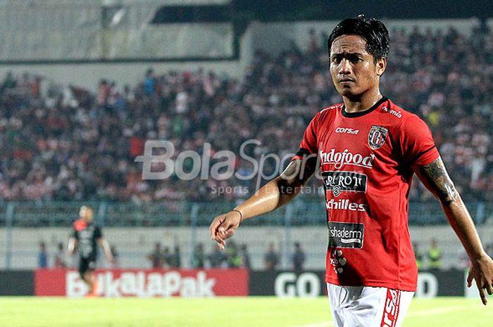 I Gede Sukadana dengan seragam Bali United.