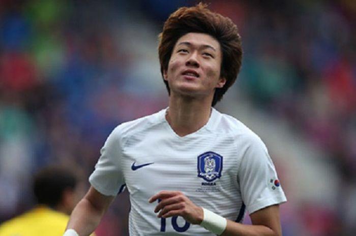 Striker Timnas U-23 Korea Selatan Hwang Ui-jo tampil cemerlang saat menghadapi Timnas U-23 Uzbekistan dalam perempat final sepak bola putra Asian Games di Stadion Patriot, Kota Bekasi, Senin (27/8/2018) sore WIB.