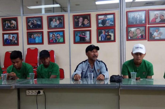 Para pemain dan pelatih timnas U-16 Indonesia, Ernando Ari Sutaryadi, Sutan Zico, Muhammad Supriadi,