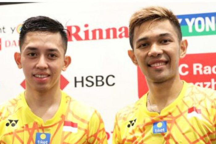 Pasangan ganda putra Indonesia, Fajar Alfian (kanan)/Muhammad Rian Ardianto (kiri) setelah tampil di babak pertama Japan Open 2018, Tokyo, Rabu (12/9/2018).