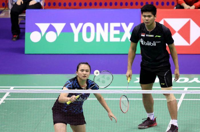 Pasangan ganda campuran Indonesia, Praveen Jordan/Melati Daeva Oktavianti, saat menjalani pertandingan melawan wakil tuan rumah, Chang Tak Ching/Ng Wing Yung, pada babak pertama Hong Kong Open 20118 di Hong Kong Coliseum, Selasa (13/11/2018).
