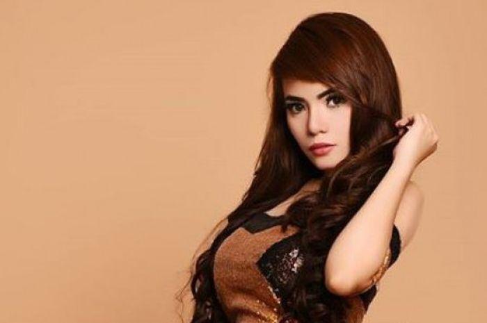 DJ Seksi Indonesia, Dinar Candy.