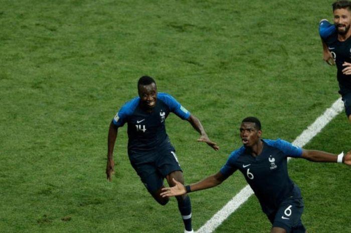 Paul Pogba (bawah) merayakan golnya untuk Prancis ke gawang Kroasia dalam laga final Piala Dunia 2018 di Stadion Luzhniki, Moskow, 15 Juli 2018.