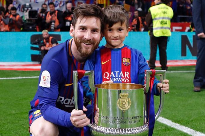 Lionel Messi (kiri) bersama Thiago Messi Roccuzzo