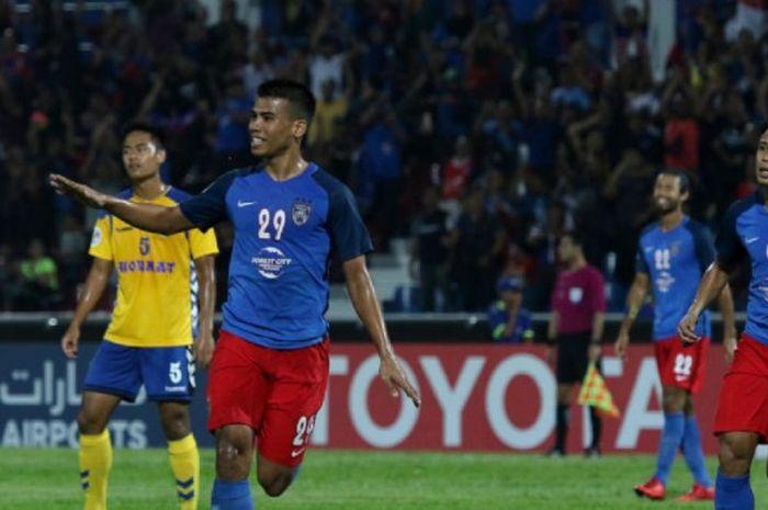 Penyerang Johor Darul Takzim Safawi Rasid merayakan gol yang dicetaknya ke gawang Tampines Rovers pa