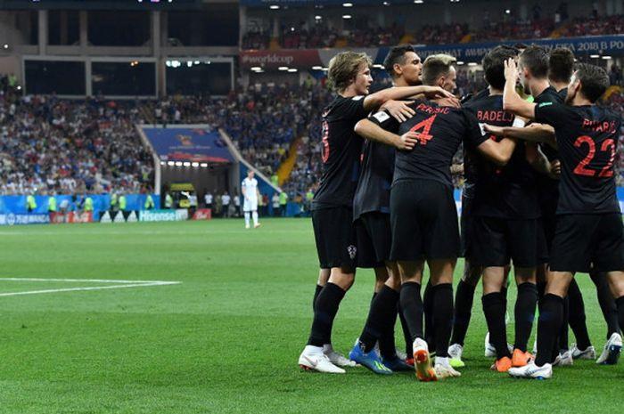 Para pemain timnas Kroasia saat merayakan gol kemenangan mereka atas Islandia yang dicetak Ivan Perisic dalam laga Grup D Piala Dunia 2018 di Stadion Rostov Arena, Rostov-On-Don, Rusia, pada Selasa (26/6/2018).