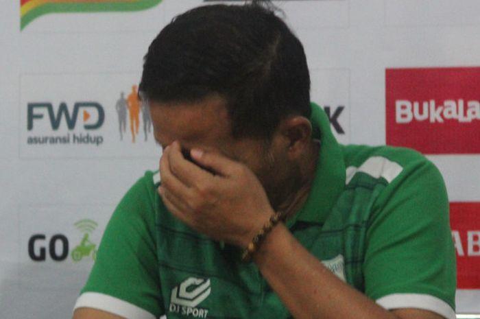 Pelatih Persebaya Surabaya musim 2018-2019, Djadjang Nurdjaman, ketika masih menangani PSMS Medan.