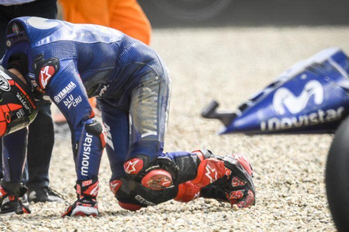 Maverick Vinales terjatuh saat balapan MotoGP Republik Ceska di Automotodrom Brno, Minggu (5/8/2018).