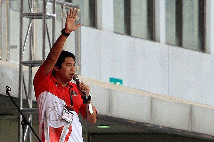 Ketua Steering Commitee Piala Presiden 2018, Maruarar Sirait, memberikan kata sambutan pada acara pembukaan Piala Presiden 2018 di Stadion Gelora Bandung Lautan Api, Bandung, Selasa (16/1/2018).