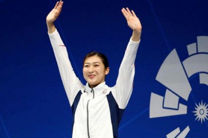Rikako Ikee berhasil merebut medali emas pada cabor renang nomor 100 meter gaya bebas putri di Asian
