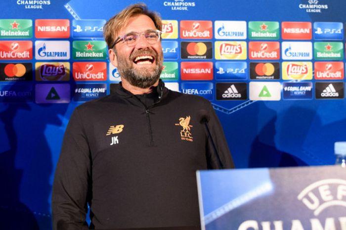 Ekspresi manajer Liverpool, Juergen Klopp, dalam jumpa pers jelang pertandingan Grup E Liga CHampions 2017-2018 menghadapi Maribor di Stadion Ljudski vrt, Maribor, Slovenia, pada Senin (16/10/2017).