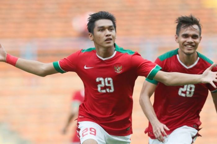Selebrasi penyerang Septian David Maulana dan Rezaldi Hehanusa seusai menyamakan skor 1-1 saat timnas U-22 Indonesia bersua Thailand pada laga perdana kedua tim pada Grup B SEA Games 2017 di Stadion Shah Alam, Selangor, 15 Agustus 2017.  Di laga lawan Filipina, Kamis (17/6/2017), dia mencetak 1 gol dan satu assist.