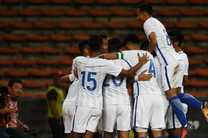 Pemain timnas U-22 Malaysia merayakan gol yang dicetak ke gawang timnas U-22 Brunei Darussalam dalam