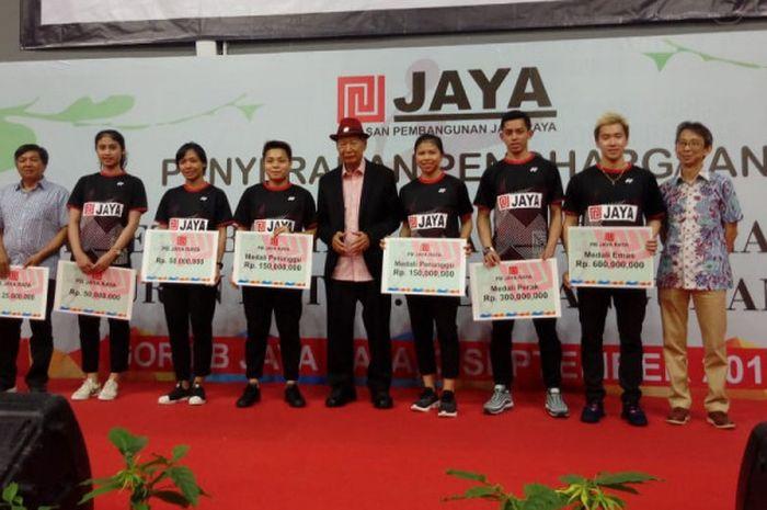 Sejumlah atlet binaan PB Jaya Raya menerima bonus atas prestasi yang mereka capai di Asian Games 2018 dalam acara apresiasi yang berlangsung Senin (2/9/2018).