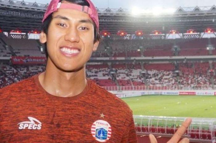 Sean Gelael menyaksikan laga Persija Jakarta kontra Borneo FC di SUGBK pada Sabtu (14/4/2018)