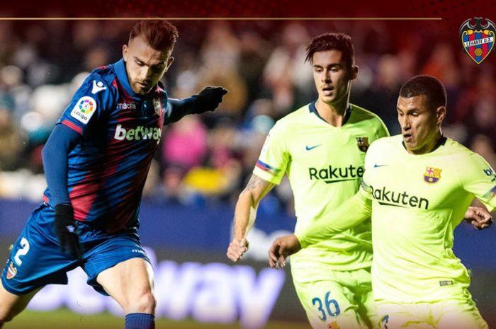 Penyerang Levante, Borja Mayoral (kiri), mencetak gol ke gawang FC Barcelona dalam laga leg pertama babak 16 besar Copa del Rey di Stadion Ciutat de Valencia pada 10 Januari 2019.