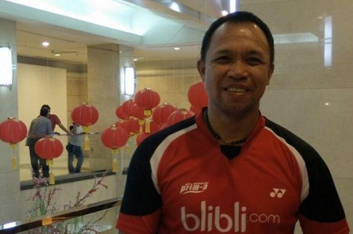 Pelatih nasional ganda campuran, Richard Mainaky berpose seusai acara pemberian penghargaan atlet be
