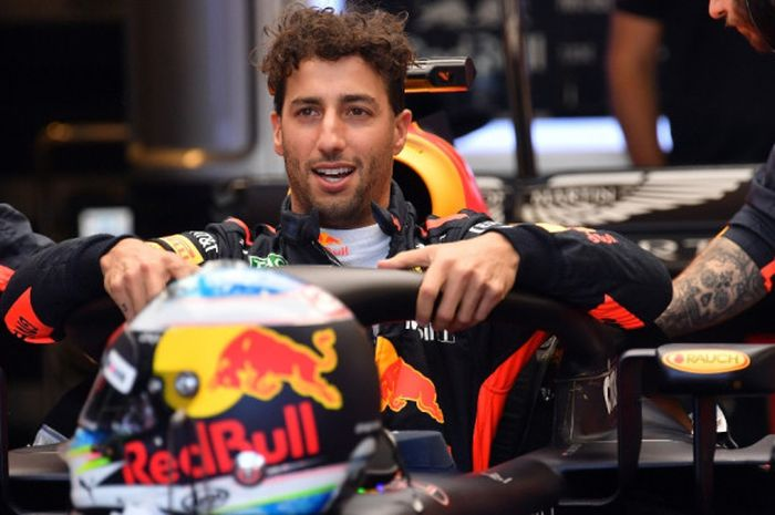 Pebalap Red Bull Racing, Daniel Ricciardo, bersiap menjalani balapan seri pembuka Formula 1 (F1) 2018, GP Australia, di Sirkuit Albert Park, Melbourne, Minggu (25/3/2018).