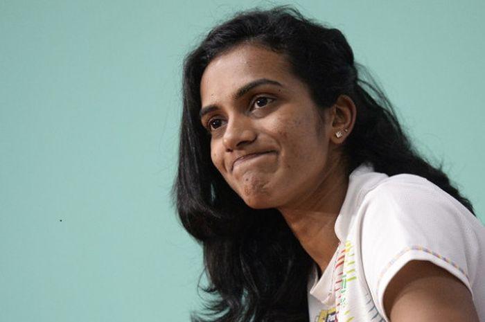 Pebulu tangkis tungal putri India, Pusarla Venkata Sindhu, bereaksi dalam konferensi pers setelah me