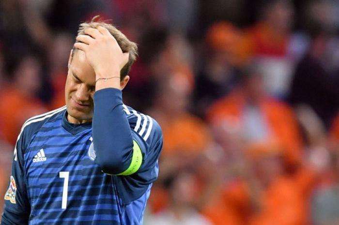 Reaksi kapten timnas Jerman, Manuel Neuer, dalam partai UEFA Nations League lawan Belanda di Johan Cruijff Arena, Amsterdam, 13 Oktober 2018.