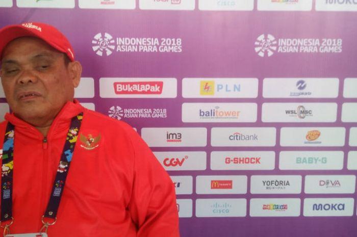 Pecatur putra Indonesia, Edy Suryanto, meladeni sesi wawancara usai menangi laga kedua catur Asian Para Games 2018 di Cempaka Putih Sports Hall, Minggu (7/10/18).