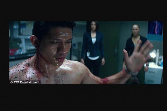 Iko Uwais dalam trailer film Mile 22