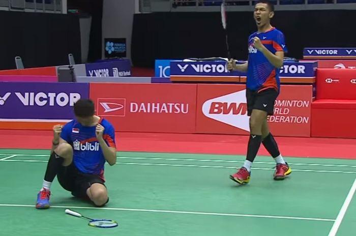 Ganda putra, Fajar Alfian/Muhammad Rian Ardianto merayakan keberhasilan mereka melaju ke babak final Malaysia Masters, setelah menyingkirkan Mads Conrad Petersen/Mads Pieler Kolding di Axiata Arena, Kuala Lumpur (20/1/2017).