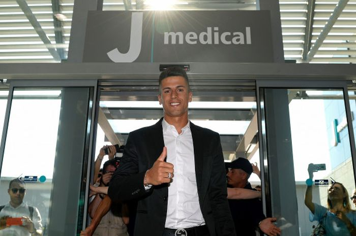 Joao Cancelo tiba di J Medical pada  Rabu (27/6/2018) untuk melakukan tes medis sebelum resmi bergabung dengna Juventus
