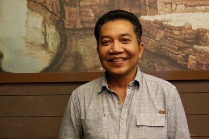 Wakil Sekjen PP PBSI Achmad Budiharto, berpose seusai acara wawancara dengan media jelang BCA Indone