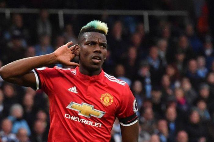 Gelandang Manchester United, Paul Pogba, merayakan gol ke gawang Man City di ajang Liga Inggris di Stadion Etihad, Manchester, Sabtu (7/4/2018).