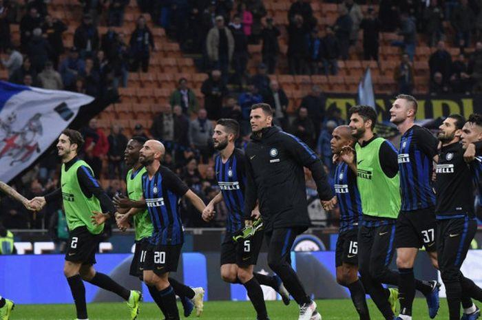 Inter Milan dikabarkan siap mendatangkan dua pemain anyar dengan umur yang tak lagi muda.