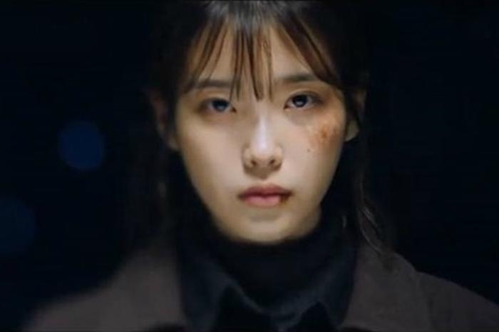 5 Hal yang Bikin IU Jadi Girl Crush Kita di Drama My Ahjussi Saat On dan Off Camera. Kamu Setuju?
