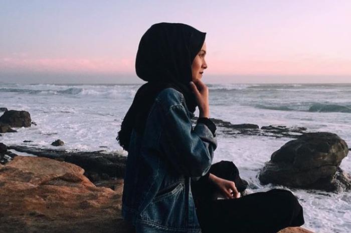 Gaya OOTD Hijab di Instagram Buat Cewek Tomboy (foto: @muslimahapparelthings via Instagram)
