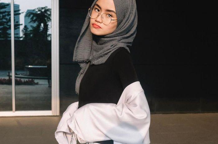 Bentuk Kacamata Yang Cocok Untuk Cewek Berhijab Menurut