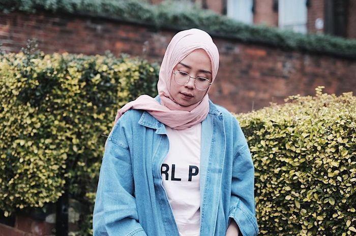 7 Inspirasi Memakai Jaket Ala Selebgram Hijab Supaya Kece Saat Ke